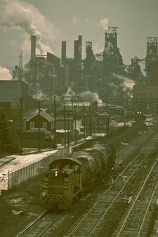 The epitome of industrial America: blast furnaces rise above workers' homes on… Bethlehem Steel, Steel Mill, Photos Originales, Industrial Architecture, Industrial Photography, Industrial Revolution, Train Tracks, Model Trains, Abandoned Places