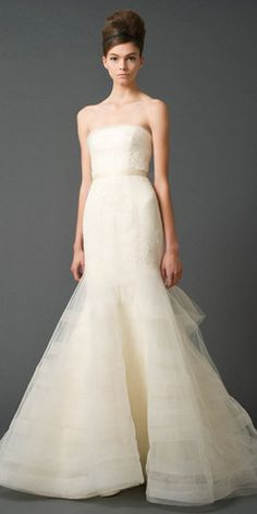 Vera Wang Georgina Trumpet Wedding Dress - Nearly Newlywed Wedding Dress Shop