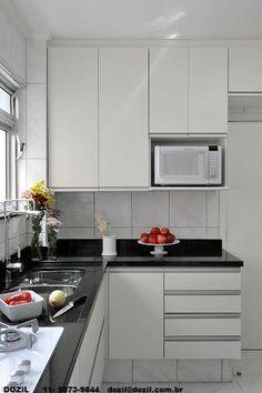 cozinha branca, armários brancos