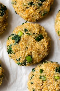 These spinach and quinoa patties are delicious, vegetarian and packed with protein and nutrients! They almost make me think I'm eating a chicken cutlet or meatball, without the meat. #quinoa #quinoapatties #quinoarecipes Chicken Cutlet Recipes, Chicken Cutlets, Clean Recipes, Cooking Recipes, Skinny Recipes, Quinoa Patty, Patties Recipe, Protein, Eat Seasonal