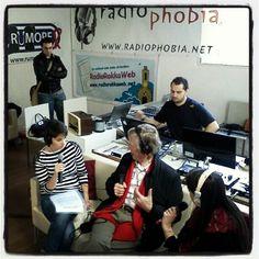 """Derrik De Kerckhove ai microfoni delle web radio reggiane (anche RUMORE) durante l'evento dello spazio Gerra a Reggio Emilia """"Brain Runner"""""""