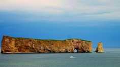 Rocher Percé | 20 paysages québécois à couper le souffle O Canada, Canada Travel, Places Around The World, Around The Worlds, Malbaie, Chute Montmorency, Voyage Canada, Chateau Frontenac, Fjord