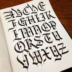 Inspired by both Fraktur and Textura, the addition of the stroke cutting through the latter and the contrast between the thick and thin strokes make this blackletter unique and eye-catching. Tattoo Lettering Alphabet, Calligraphy Fonts Alphabet, Chicano Lettering, Brush Pen Calligraphy, Graffiti Lettering Fonts, Learn Calligraphy, Lettering Styles, Script Lettering, Typography Letters