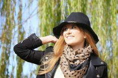 BLACK HAT AND DOTS SCARF