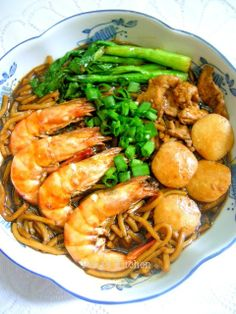 I love this month theme event by Little Thumbs Up : Prawn simply because prawn is my favourite seafood of all! This Foochow braised n. Prawn Noodle Recipes, Rice Recipes, Asian Recipes, Cooking Recipes, Healthy Recipes, Ethnic Recipes, Yummy Recipes, Healthy Foods, Healthy Eating