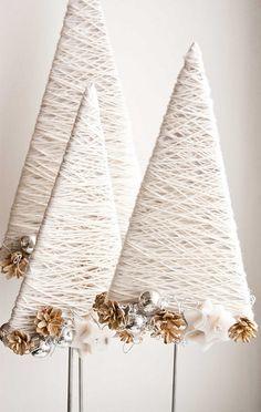 Sapins de Noël design en laine blanche