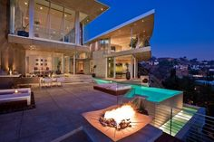 Impressive Contemporary Home in LA Built Around a Spectacular Central Pool