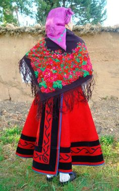 Indumentaria tradicional - VELILLA DE LA REINA