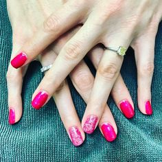{Martha} chose a bright & cheerful pink and paired it with matching sparkles for her party nails 💅🏼#glossbeautybarsheboygan