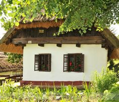 Folk architecture of Hungary – Fronts Cottage Homes, Cottage Style, Vernacular Architecture, Beautiful Mind, Traditional House, Cozy House, Country Life, Old Houses, Pergola