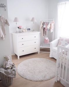 I like the open hanging solution Baby Nursery Decor, Baby Bedroom, Baby Boy Rooms, Baby Decor, Nursery Room, Kids Bedroom, Girl Nursery, Casa Kids, Baby Room Design
