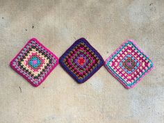 three ten-round granny squares crochet squares, crochetbug, crochet purse, flamingo palette, crochet bag