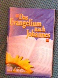 >22. MÄRZ 2011, ICE BERLIN – KÖLN IV   >WER: F, circa siebzig, (ließ das Buch liegen)   WAS: Johannes, Das Evangelium nach Johannes  WO: ICE, Berlin – Köln  VON WANN: Griechisch, circa 100 n. Christus, ältestes bekanntes Exemplar Papyrus p52  VON WEM: Apostel Johannes, wahrscheinlich Selbstverlag in Ephesus, Teil der Bibel, Neues Testament    http://dasecholot.wordpress.com