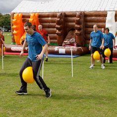 carrera con pelota de playa - Actividades para jóvenes cristianos