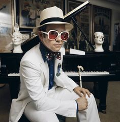 Photographers Gallery - Elton John - Sitting At Piano by Terry O'Neill (© Terry O'Neill)