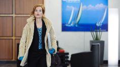 """Film der Woche: Copacabana – Der Paradiesvogel steigt auf: Ist boshaft, wer vermutet, dass für darstellende Künstler mit den Lebensjahren die Lust wächst, eine Figur zu verkörpern, die sich gängigen Alterskategorien entzieht, gewissermaßen alterlos  ist? Isabelle Huppert liefert in """"Copacabana"""" nicht nur in dieser Hinsicht ein grandioses Solo ab."""
