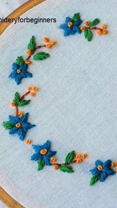 how to make hand embroidery stitches Hand Embroidery Projects, Hand Embroidery Videos, Embroidery Stitches Tutorial, Embroidery Flowers Pattern, Simple Embroidery, Learn Embroidery, Silk Ribbon Embroidery, Hand Embroidery Designs, Embroidery Techniques