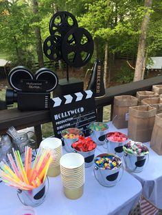 Outdoor Movie Birthday, Backyard Movie Party, Outdoor Movie Party, Backyard Movie Nights, Fun Backyard, Movie Theater Party, Cinema Party, Movie Night Party, Popcorn Station