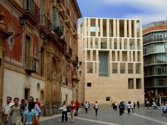Rafael Moneo's Murcia City Hall, 1998 shows an abstract facade designed to dialogue with the other historic facades of this civic space