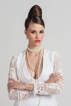 Brunette model wearing pearls