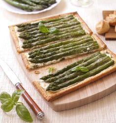Une tarte salée gourmande aux saveurs de printemps : asperges, chèvre frais et basilic. A servir en accompagnement de votre gigot d'agneau ou en entrée.