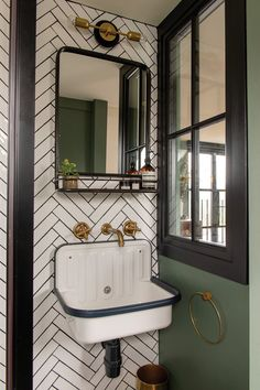 Victorian terrace house: Carol& home is full of colour, art and antique finds House Bathroom, Home, Victorian Homes, Victorian Terrace House, Victorian Bedroom, Victorian Bathroom, House Interior, Modern Victorian, Terrace House