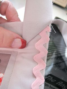 How to Bind a Quilt & Other Quilty Projects Tutorial on Bee in My Bonnet at http://beeinmybonnetco.blogspot.com/search?q=binding