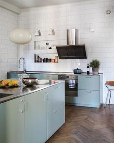 Modern Home Decor Kitchen Cute Kitchen, Diy Kitchen, Kitchen Dining, Kitchen Island, Home Decor Kitchen, Kitchen Interior, Home Kitchens, Turquoise Kitchen, Gravity Home