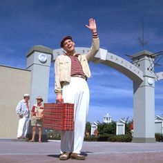 Drama, science-fiction and thriller.The Truman Show is one of a kind psychological movie starring Jim Carrey in his usual witty self. Comedy Movies For Kids, Classic Comedy Movies, Classic Comedies, Good Movies To Watch, Iconic Movies, 90s Movies, Confusing Movies, Psychological Movies, The Truman Show