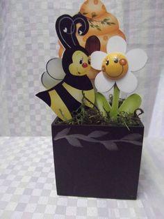 Cachepo abelha,colméia e flor em mdf. | Artesanatos Ingrid Carvalho | 170002 - Elo7