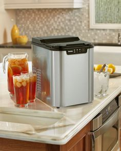 Danby Ice Maker DIM2500SSDB Keep your cold drinks as refreshing as can be with this attractive and modern ice making unit. This model fits in effortlessly with your room's existing decor. It features a see-through window, black lid and durable stainless-steel exterior.