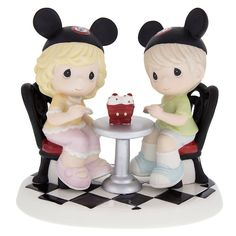 Precious Moments Disney Parks Exclusive -  It's A Treat Being With You NEW/MINT