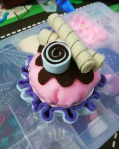Diy cupcake glue and paste So easy. Little storage
