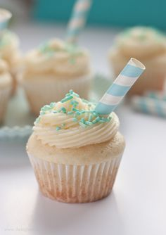White Wedding Cupcakes with Buttercream Frosting - Favorite Cupcake Recipe Ever!