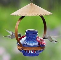 Hummingbirds get shelter from the sun with this adorable Pot De Creme Shelter from Duncraft