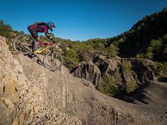 Jacque Brian and Zoe came all the way from NZ for a #backcountrypyrenees with us. Its been a pleasure! #basquemtb