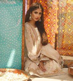 Sajjal Ali, Pakistani Actress, Girls Dpz, Best Actor, Indian Wear, Flower Wall, Insta Pic, Desi, Like4like