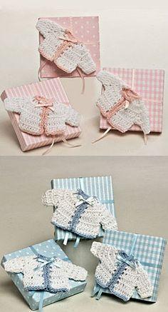 Broche chaqueta bebé ganchillo en caja con peladillas [50-AP107.2.3] - 3.50 € : Cosas43, detalles y regalos para los invitados, boda, comunión y bautizo, regalos infantiles
