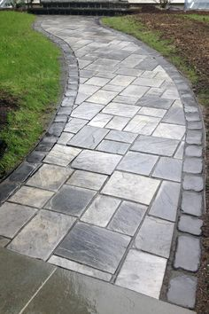 31 Most Popular Paver Walkway Design Ideas 16 - DecoRequired Outdoor Walkway, Brick Walkway, Outdoor Landscaping, Backyard Patio, Landscaping Ideas, Unilock Pavers, Paver Designs, Patio Layout, Concrete Pavers