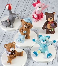 We're taking a closer look at how to create texture and detail with your Ready to Roll Icing with our set of Icing bears created by Leanne Tang of Terry Tang Designer Cakes.