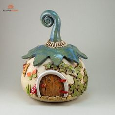 Wichtel  Strickhaus Garnschale by Keramik-Fleury on DaWanda.com Diy Resin Crafts, Clay Pot Crafts, Diy Clay, Diy And Crafts, Arts And Crafts, Clay Fairy House, Fairy Houses, Diy Fairy Door, Pottery Houses