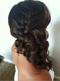 A brunette beauty showing off this gorgeous side pony with a braid and flawless curls❤️