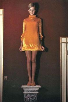 Twiggy's Secret Moments — Twiggy Interesting Facts 60s And 70s Fashion, 60 Fashion, Fashion History, Retro Fashion, Fashion Models, Vintage Fashion, Yellow Fashion, Dress Fashion, Fashion Design