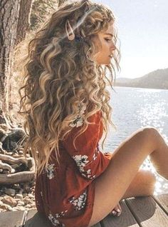 Curly Hair Styles Easy, Cute Curly Hairstyles, Long Face Hairstyles, Short Curly Hair, Girl Hairstyles, Short Hair Styles, Big Wavy Hair, Short Haircuts, Natural Hairstyles