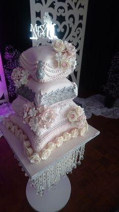 Blush Pillows - cake by sasha - CakesDecor Pillow Wedding Cakes, Pillow Cakes, Big Wedding Cakes, Amazing Wedding Cakes, Elegant Wedding Cakes, Wedding Cake Designs, Wedding Cake Toppers, Cushion Pillow, Amazing Cakes