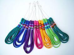 El collar peruano - hecha a mano en jersey Esmeralda tela y acero inoxidable cadena