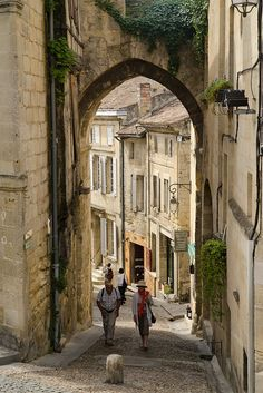 Saint Emilion, in the Bordeaux region of France:  oh, to roam the streets of France for a little while...just to see what you could see...I would love to just wander around a little bit in some place like this..
