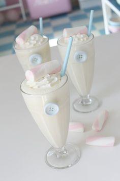 Vanilla & banana milkshake  6dl melk 2bananer 6 iskrem kuller med vaniljeiskrem evt isbitter