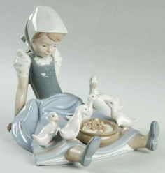 Lladro FIGURINE My Hungry Brood 72769 $453.CA  + $38 shipping from USA