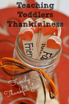 how to teach toddlers thankfulness, a easy Thanksgiving craft for kids.